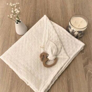 Couverture et hochet –  blanc