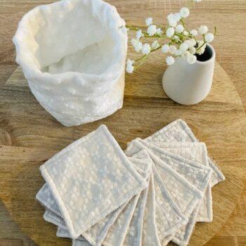 Lingettes lavables et panier- broderie anglaise blanche